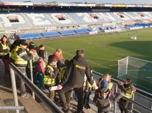 Politiekids op oefening in het stadion